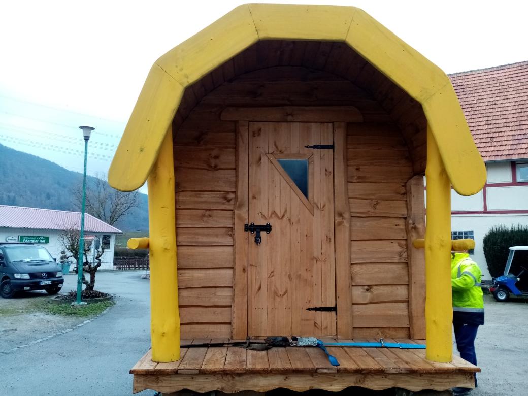 Neue Sauna für den FKK Bereich eingetroffen